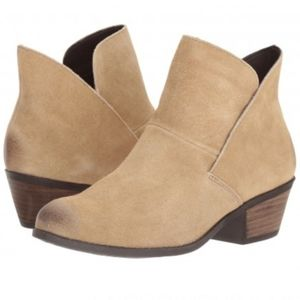 💎NWOB Me Too Light Taupe Suede Bootie